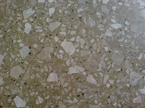 Revêtement de sol en pierres naturelles et résine